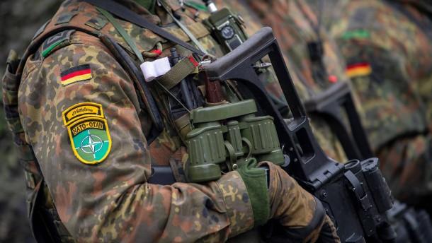 """""""Alle Instrumente anwenden – auch militärische"""""""