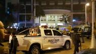 """Sicherheitskräfte vor dem Hotel """"Bella Vista"""" in Hurghada"""
