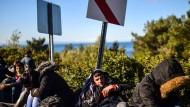Ein syrischer Flüchtling, der von türkischen Soldaten am 5. März auf dem Weg nach Griechenland festgesetzt wurde.