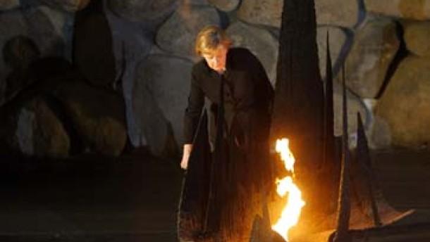 Merkel in Jad Vaschem: Mit tiefer Scham erfüllt