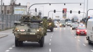 Demonstration der Nato-Solidarität: Im Februar rollen amerikanische Panzer durch die polnische Stadt Lodz.