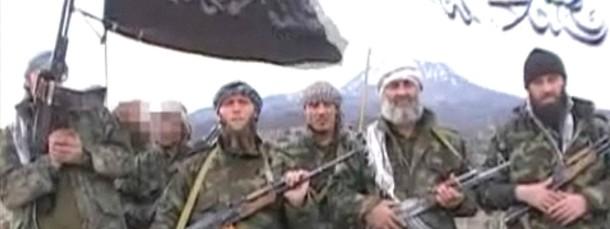Gefährdungspotential: Bewaffnete deutsche Islamisten posieren 2009 in einem Propagandavideo im pakistanischen Grenzgebiet.