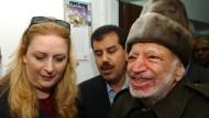 Suha Arafat mit ihrem Mann Jassir Ende Oktober 2004, kurz vor dessen Tod