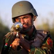 Ein kurdischer Peschmerga-Kämpfer im Einsatz gegen die IS-Truppen im Irak.