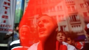 """Türkischer Außenminister überbringt """"ernste"""" Botschaft"""