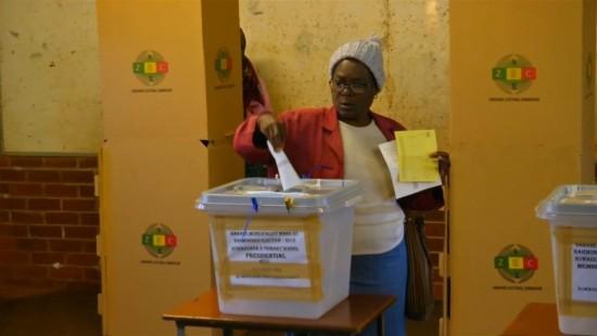 Erste Präsidentenwahl seit Sturz Mugabes