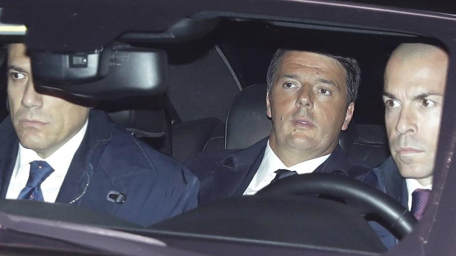 Matteo Renzi vor dem Rücktritt am Mittwochabend bei der Ankunft vor dem italienischen Präsidentenpalast in Rom