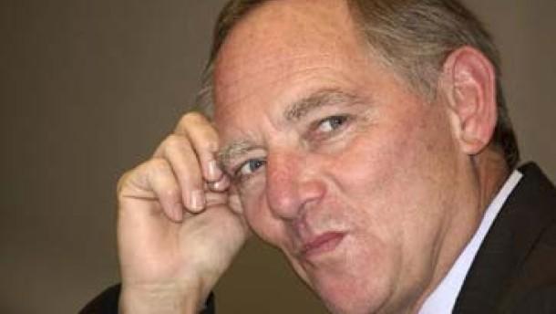 Große Koalition verteidigt Kürzungen für Beamte