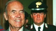 Floh nach Argentinien: Erich Priebke wurde 1995 an Italien ausgeliefert; 1996 (unser Bild) wurde ihm in Rom der Prozess gemacht.