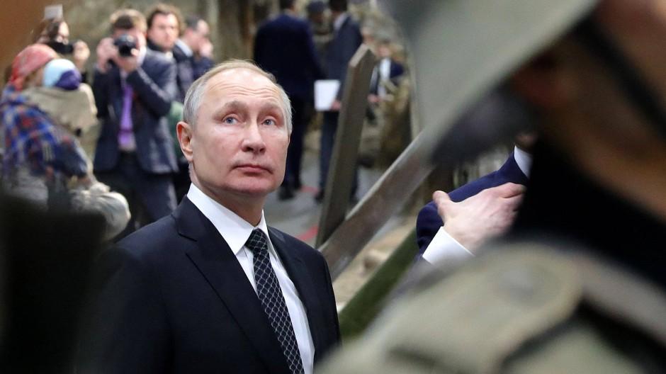 Putin besucht am 18. Januar in Sankt Petersburg eine Ausstellung über den Zweiten Weltkrieg.