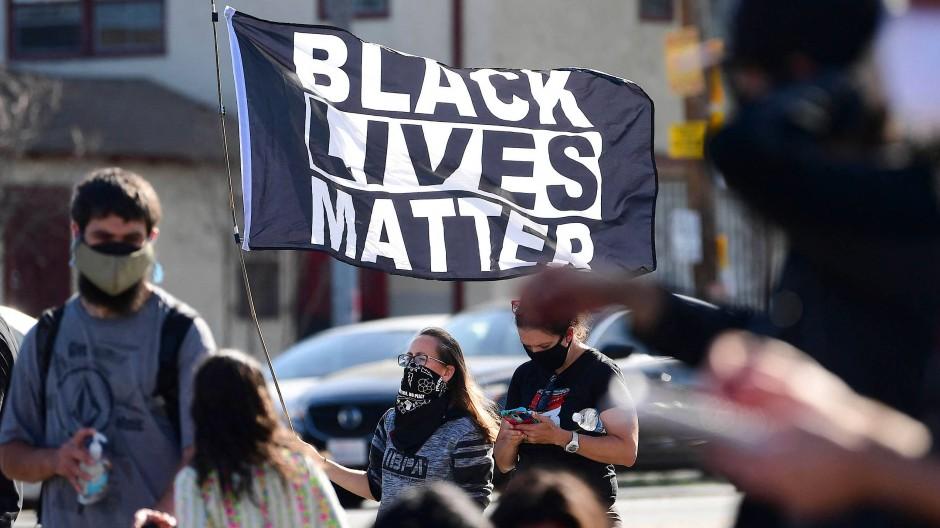 In Los Angeles wird das Urteil gegen den Polizisten Derek Chauvin gefeiert.