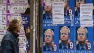 Wahlplakate in Serbien