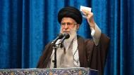 Erst Geduld, dann Provokationen – und jetzt? Irans Oberster Führer Ali Chamenei beim Freitagsgebet in Teheran am 17. Januar