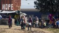 Griechische Polizei auf dem Weg nach Idomeni