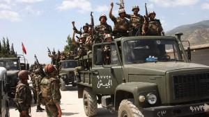 Tausende fliehen vor Assads Truppen in die Türkei