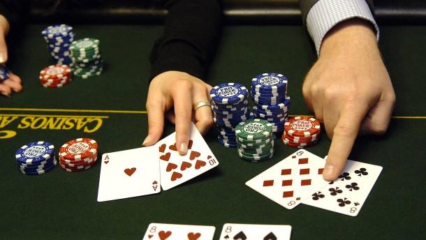 Politiker am Spieltisch