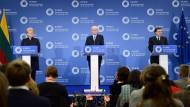 Die litauische Präsidentin Dalia Grybauskaite, Herman Van Rompuy und José Manuel Barroso am Freitag in Vilnius