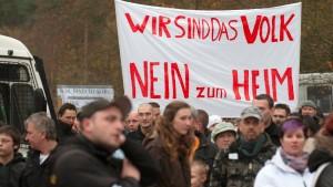 Mit Klagen und Drohungen gegen Asylbewerberheime