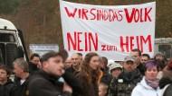 Proteste gegen ein geplantes Flüchtlingsheim Mitte November in Berlin-Köpenick