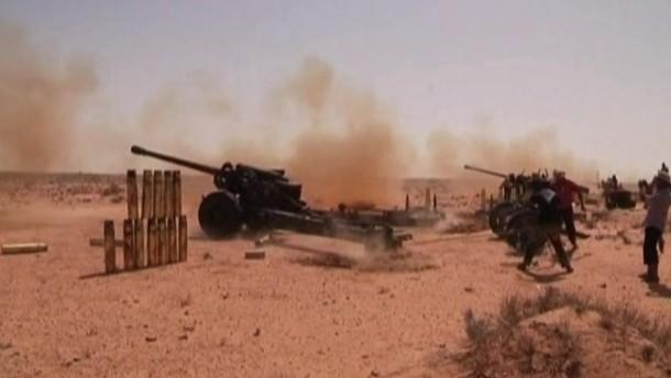 Massengrab in Tripolis - Offensive von Gaddafi-Truppen