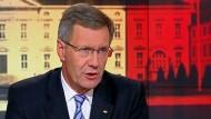 Er wolle nicht zurücktreten, sondern nach fünf Jahre eine Bilanz als guter Bundespräsident vorlegen, sagte Wulff