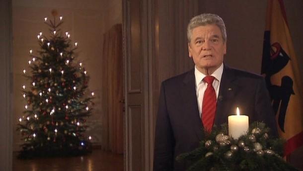 In seiner ersten Weihnachtsansprache als Bundespräsident hat Joachim Gauck die Menschen in Deutschland zu einem solidarischen Miteinander aufgerufen.