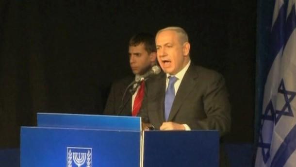 Nach deutlichen Verlusten seines rechten Bündnisses will Israels Ministerpräsident Benjamin Netanjahu rasch eine möglichst breite Koalition bilden.