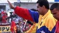 Es wird erwartet, dass Nicolas Maduro, der Wunschnachfolger des verstorbenen Hugo Chavez, die Wahl klar gewinnen wird.