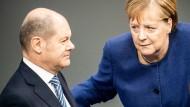 Früher war mehr Zuspruch: Bundeskanzlerin Merkel (CDU) und Vizekanzler OIaf Scholz (SPD) Mitte November im Bundestag