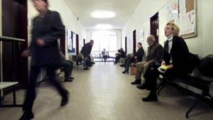 """Wirtschaftsinstitute: """"Halbieren der Arbeitslosenzahlen ist nicht drin"""""""