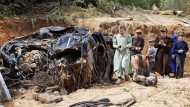 Die Springflut hat einige Fahrzeuge vollkommen zerstört.