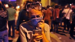 Mit Twitter und Tränengas gegen Demonstranten