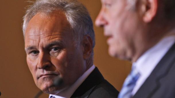Huber und Beckstein bleiben vorerst im Amt