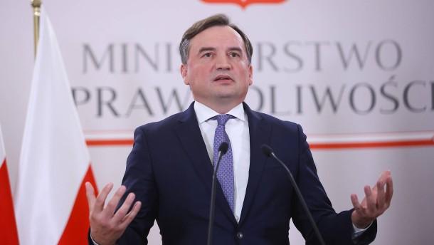 """Polens Justizminister spricht von """"hybridem Krieg"""""""