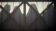 Die Silhouetten einer Gruppe Nonnen. (Symbolbild)