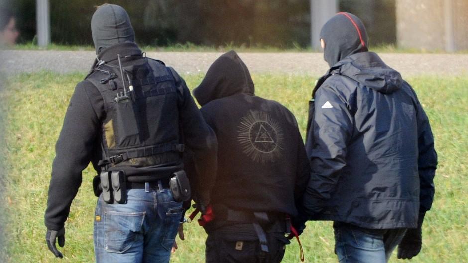 Der mutmaßliche NSU-Unterstützer Andre E. Ende November auf dem Weg in den Bundesgerichtshof in Karlsruhe