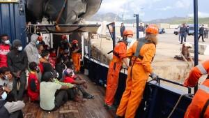 """Die 125 Geretteten der """"Alan Kurdi"""" dürfen von Bord"""