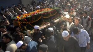 Benazir Bhutto beigesetzt - Tote bei Unruhen