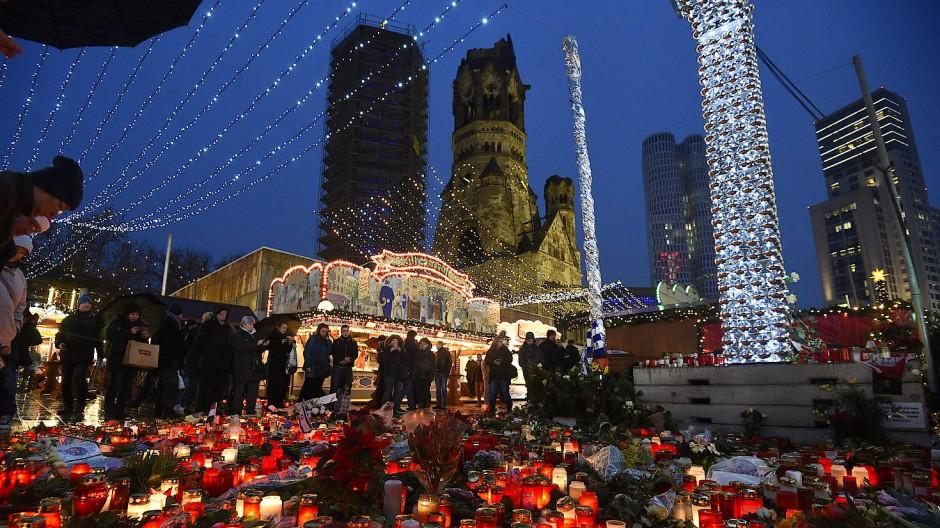 Weihnachtsmarkt Berlin Offen.Weihnachtsmarkt An Gedächtniskirche Bleibt Bis 1 Januar Offen