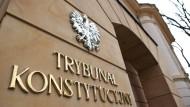Das polnische Tribunal wies abermals die umstrittene Justizreform der Regierung zurück. Diese sei in mehreren Punkten verfassungswidrig.