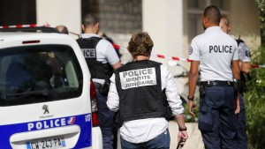 Tatverdächtiger der Pariser Auto-Attacke im Krankenhaus