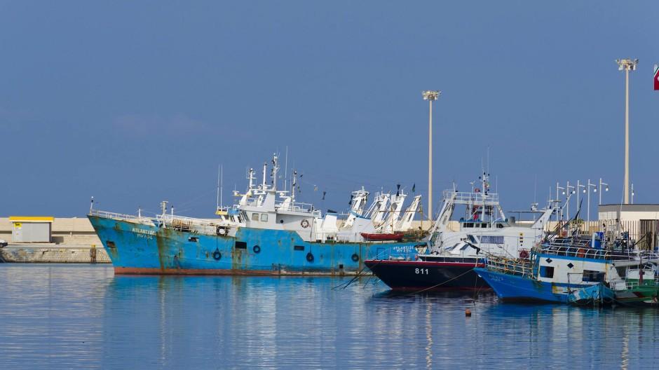 Hafen von Mazara del Vallo auf Sizilien. Von hier aus brechen Fischer vor die libysche Küste auf, um Rotgarnelen zu fangen.