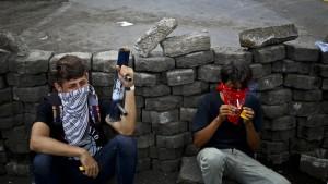 Gewalt und Chaos vor Friedensgesprächen in Nicaragua