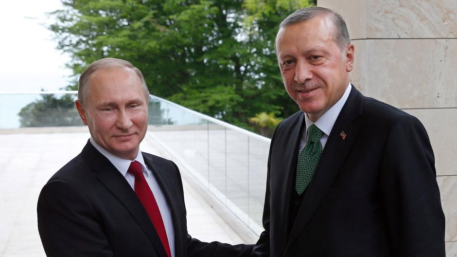 Der russische Präsident Wladimir Putin und der türkische Präsident Recep Tayyip Erdogan treffen sich in Sotschi.