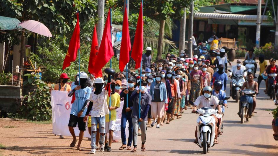 Die Proteste gehen in Myanmar am Wochenende weiter, wie hier in der Hafenstadt Dawei.