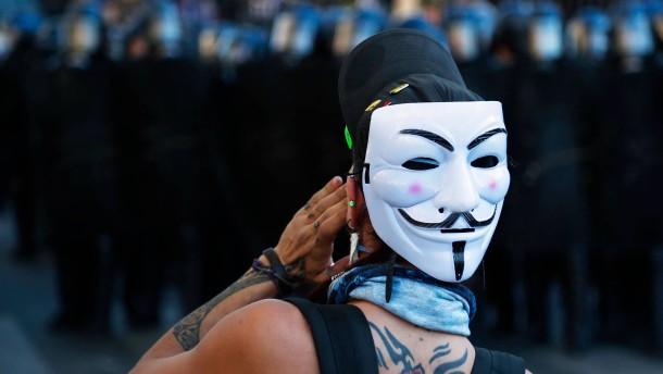 """""""Gelbwesten"""" fordern Polizisten zu Suizid auf"""