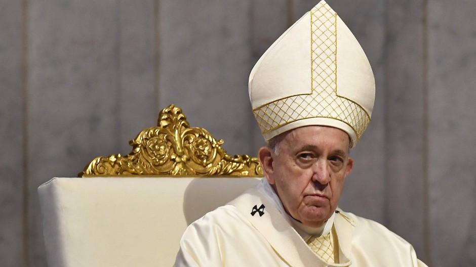 Papst Franziskus feiert im Juni 2020 die Fronleichnamsmesse im Petersdom.
