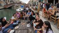 """Corona in Italien: Maskenpflicht im Freien fällt in """"Weißen Zonen"""""""