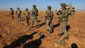 Trump-Vertrauter fordert Überdenken von Truppenabzug aus Syrien