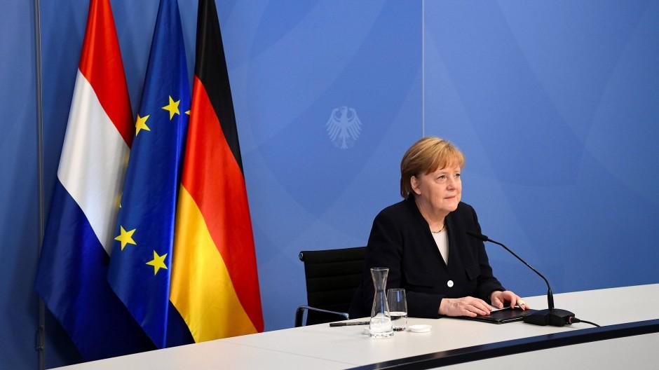Bundeskanzlerin Angela Merkel (CDU) während der virtuellen Gedenkveranstaltung zum Tag der Befreiung der Niederlande von der deutschen Besatzung